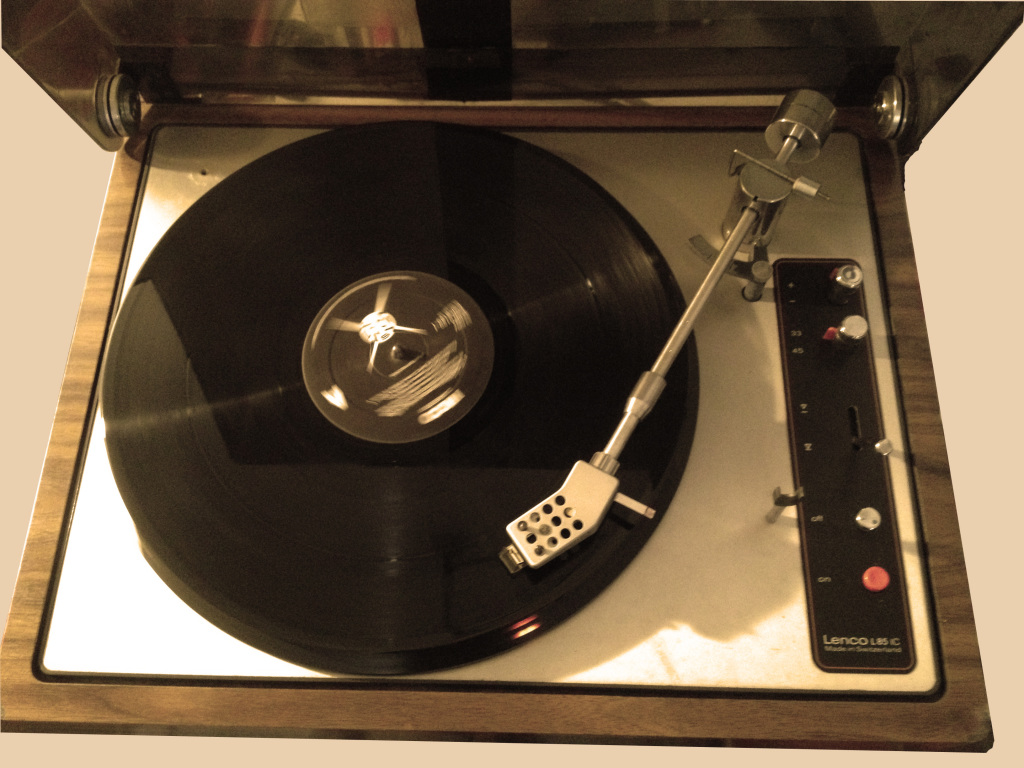 Vinyl Player, fully operable and in good condition