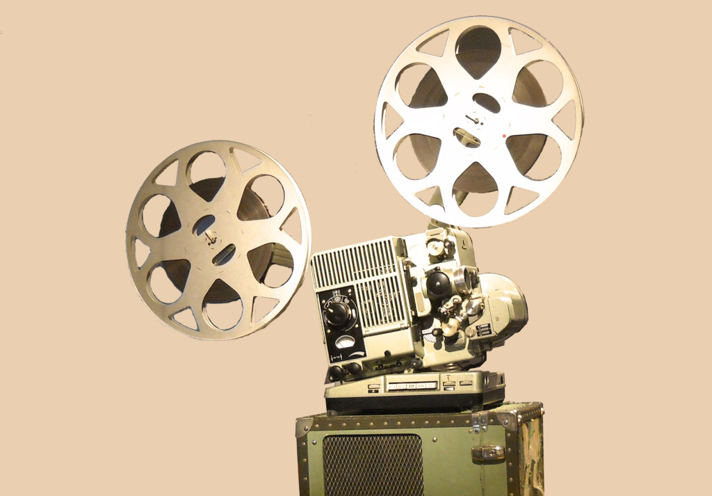 16mm Movieprojector with original Box , fully operable, in fair Condition
